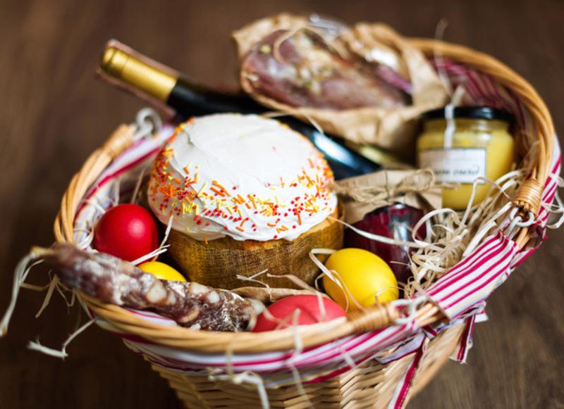 Крашанки, паска, шинка – це лише невелика частина того, що готують в родинах на Великдень