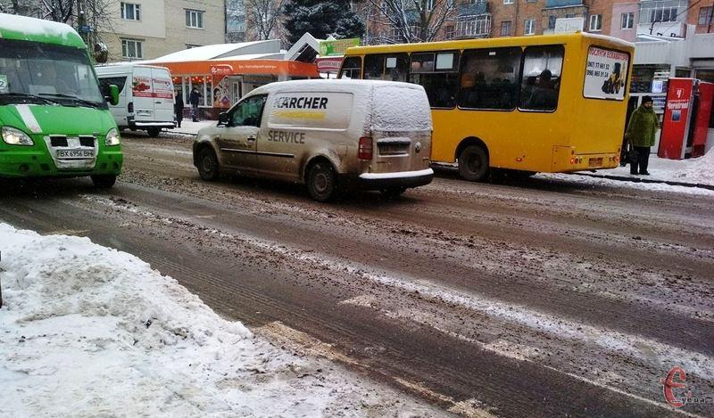 По вулиці Кам'янецькій відносно чисто. Фото: автора