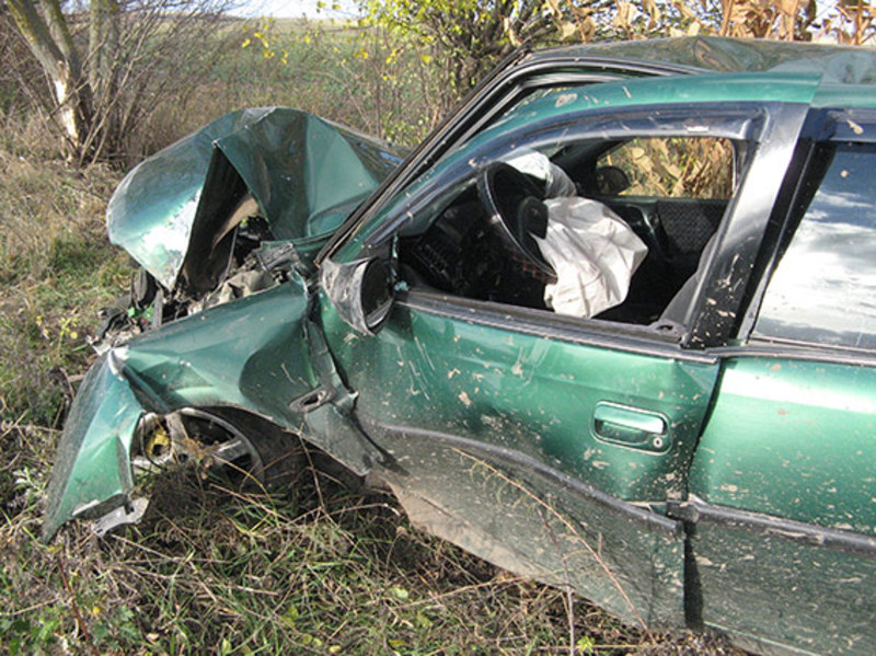 Хлопець вирав і розбив автівку друга