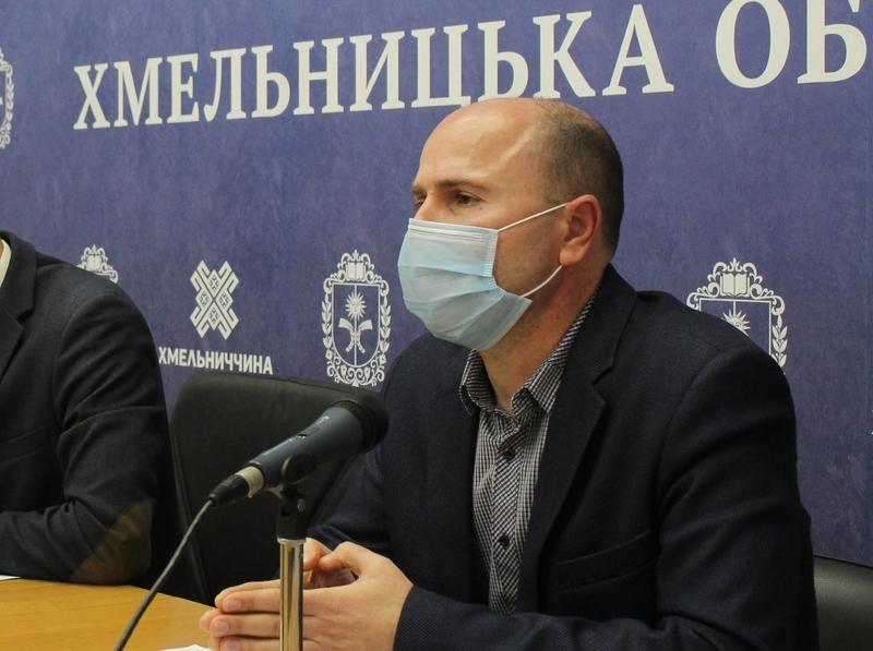 «На сьогоднішній день коронавірусів є 39 видів. З них 7 можуть передаватися людині», - каже Олег Балашов