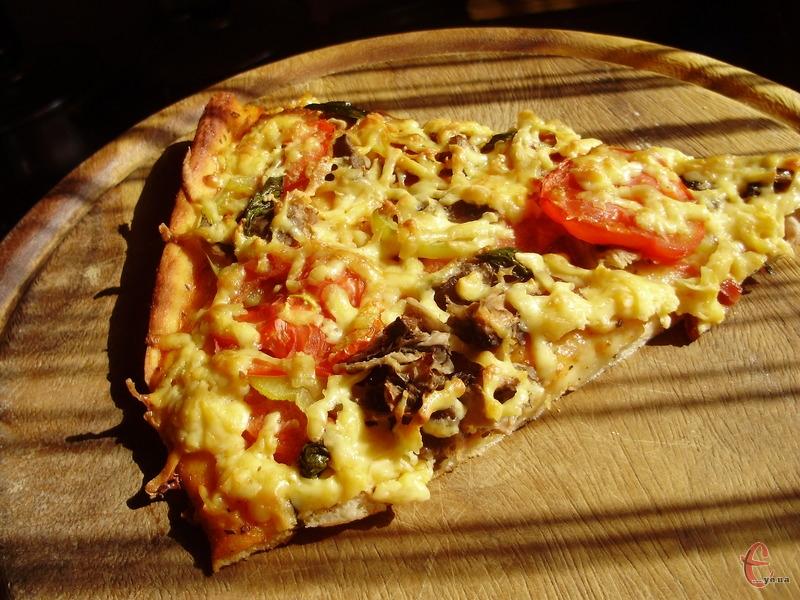 За цим рецептом піца виходить не гіршою, ніж  у найкращих піцеріях.