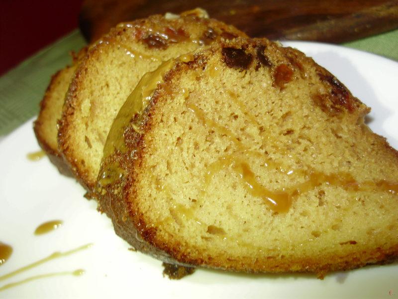 Кекс не сухий і не вологий. При цьому він в міру солодкий та дуже ароматний.