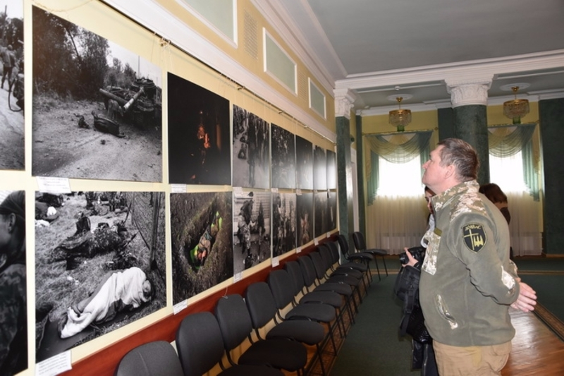 На виставці будуть представлені роботи зроблені під час трагічних подій Іловайського котла