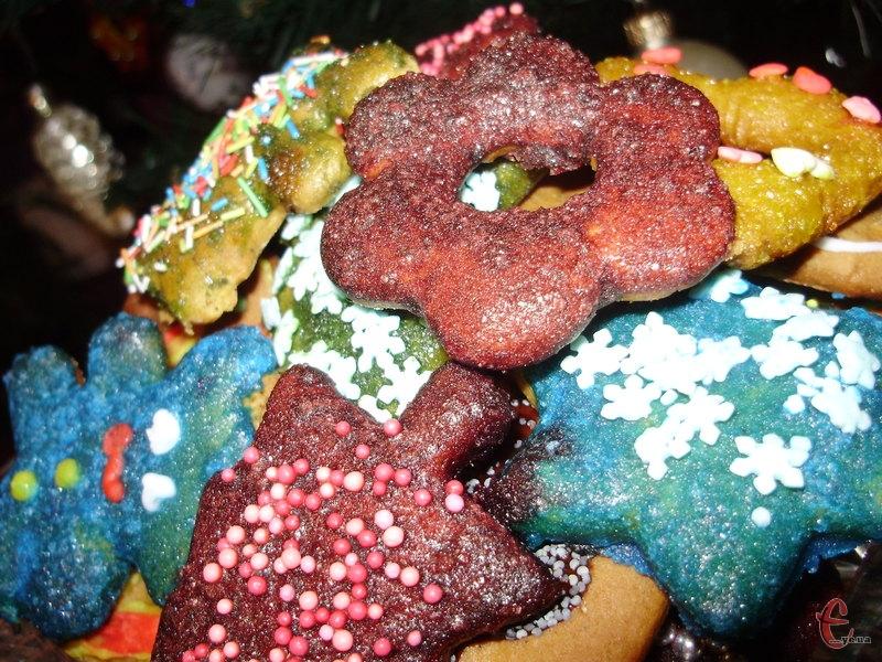 Новорічні традиційні смаколики, виготовляти та їсти які одне задоволення.