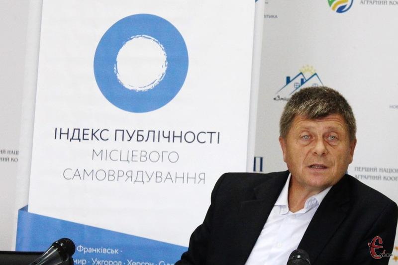 За словами Михайла Цимбалюка, муніципальна влада Хмельницького продемонструвала низький рівень публічності.