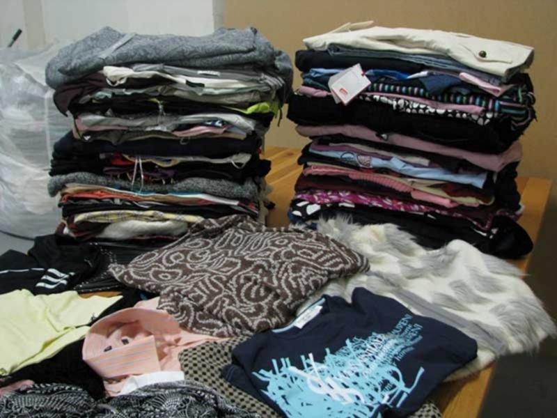 Здебільшого іноземці відправляють в Україну одяг