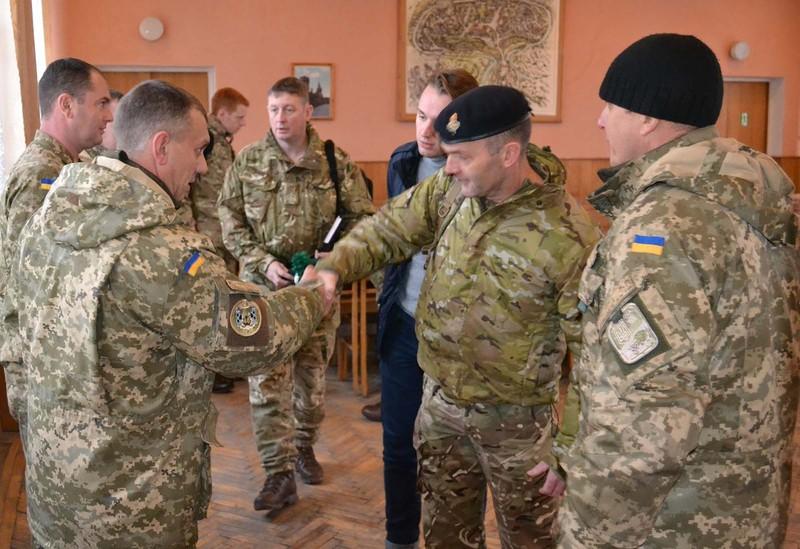 Командир бригади розповів закордонним партнерам про завдання й призначення очолюваного ним з'єднання