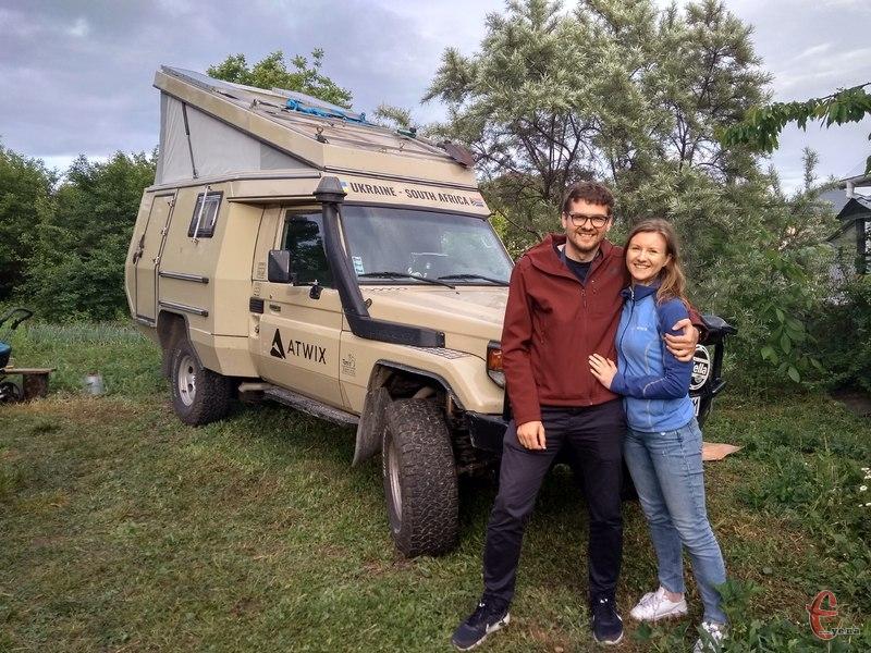 Слава і Олена стартували із Хмельницького на Мурзіку. Так ласкаво вони називають свій позашляховик