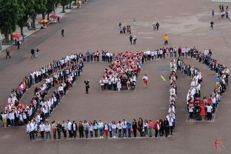 У День вишиванки на Майдані Незалежності відбудеться флешмоб. Фото  з архіву 4c71a418cfb01