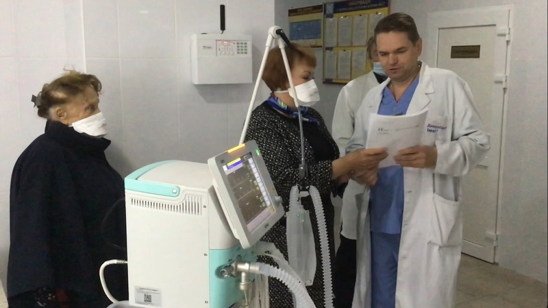 Благодійники передали Ізяславській ЦРЛ  апарат штучної вентиляції легень