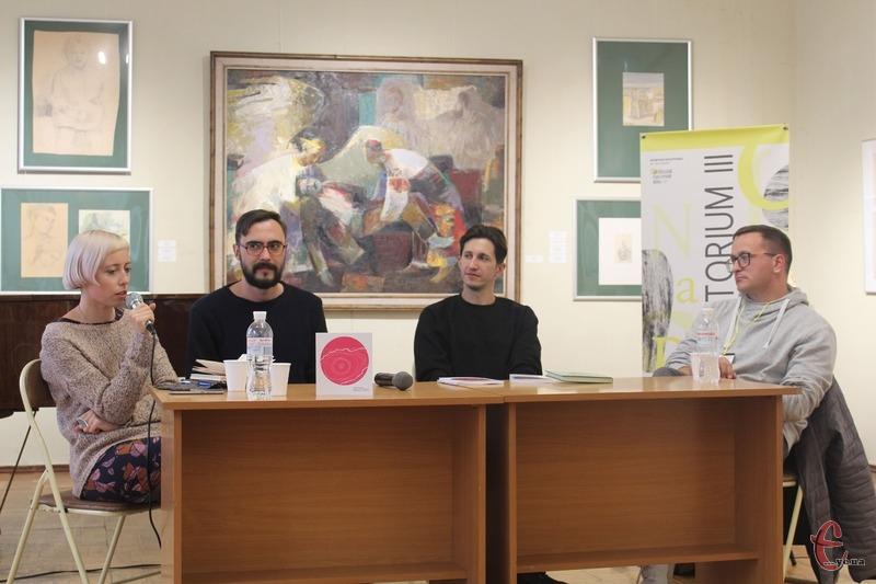 Двоє видавців Юрій Завадський і Роман Малиновський та поет Михайло Жаржайло мали відповісти, чи варто перекладати російську літературу українською мовою