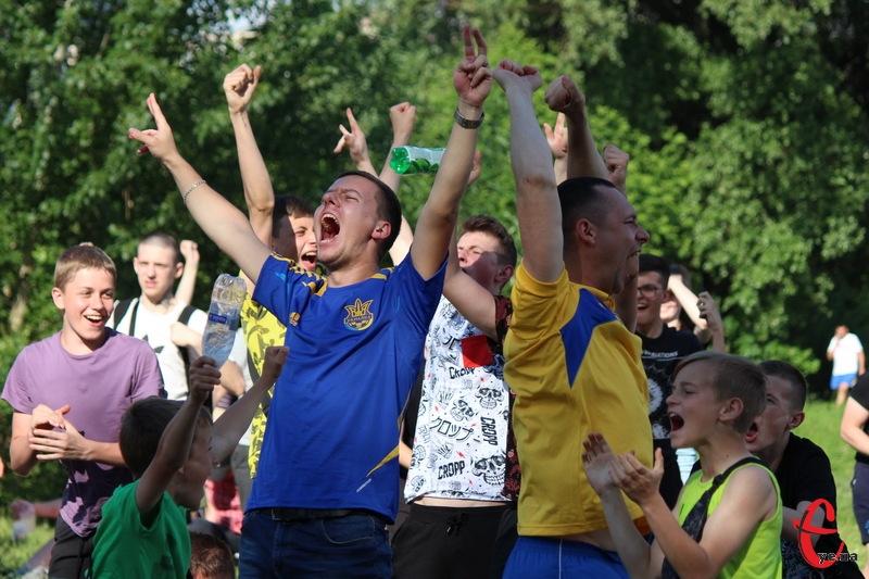 У хмельницькій фан-зоні Євро-2020 17 червня вбовальники раділи перемозі збірної України