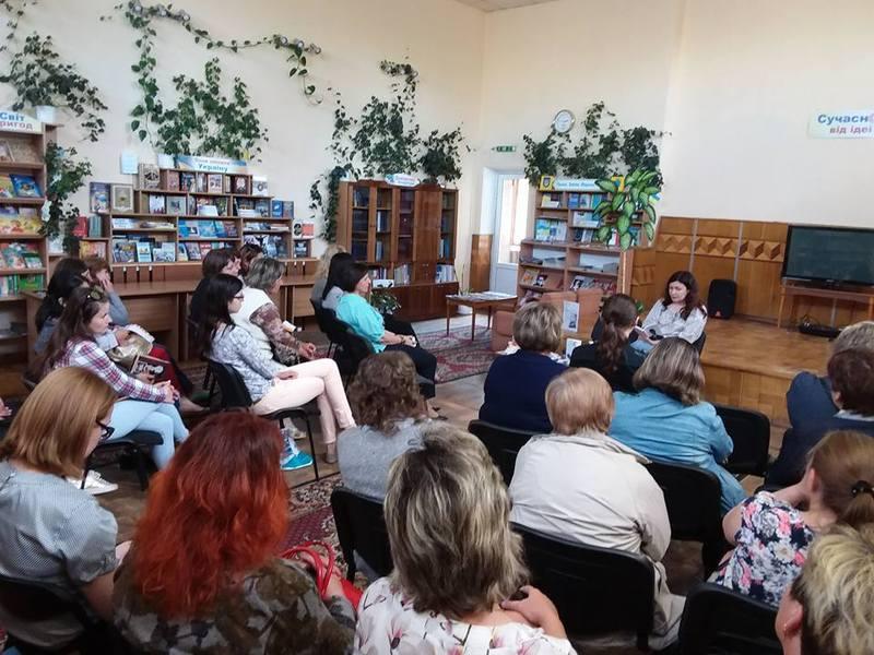 «Літературне побачення за філіжанкою кави» відбулось у центральній бібліотеці  Хмельницького у рамках проекту «Літературний туризм».