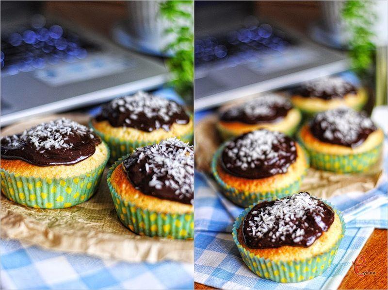 Кекси можна прикрашати на свій розсуд - шоколадом, крамелю або цукровою пудрою.