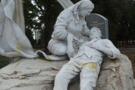 У Летичеві невідомі закидали яйцями меморіал загиблим Героям