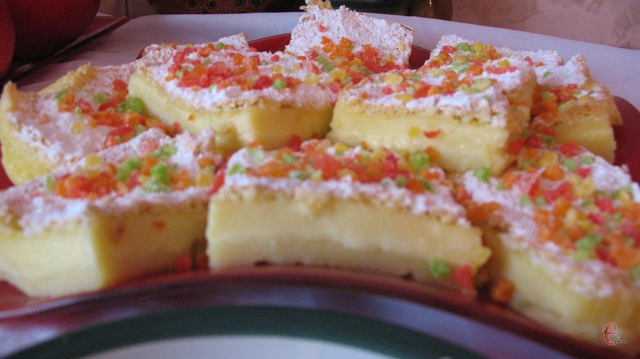 І тоненький бісквіт, і крем-пудинг в одному десерті.