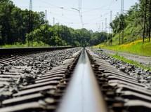 Правоохоронці попередньо встановили, що 33-річний потерпілий заснув на залізничній колії