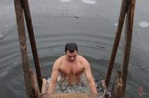 Після купання треба добре розтертися рушником і швидко одягти сухий, теплий одяг