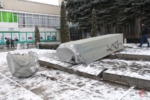 26 лютого 2014 року в Хмельницькому знесли пам'ятник комуністичному діячеві Володимиру Затонському