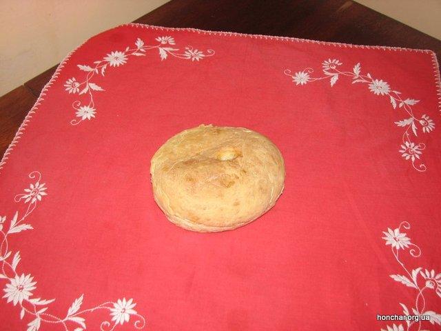 На Закарпатті круглий обрядовий хліб, який випікають до Різдва також називають «керечуном». Він є символом сімейного багатства. Фото: зі сайту Національний центр народної культури «Музей Івана Гончара»
