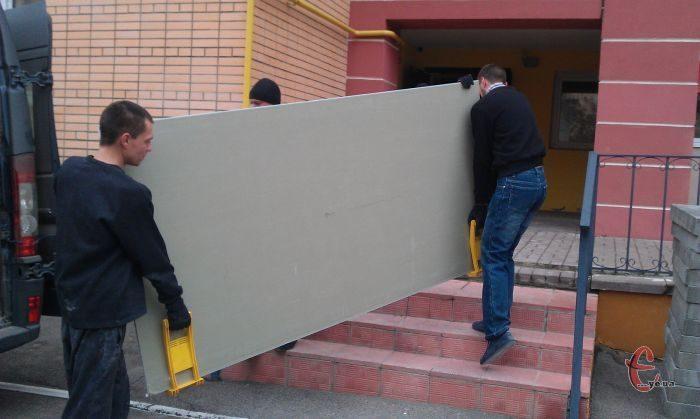 Послуги вантажників,занесення будматеріалів на поверхи,вивіз будсміття