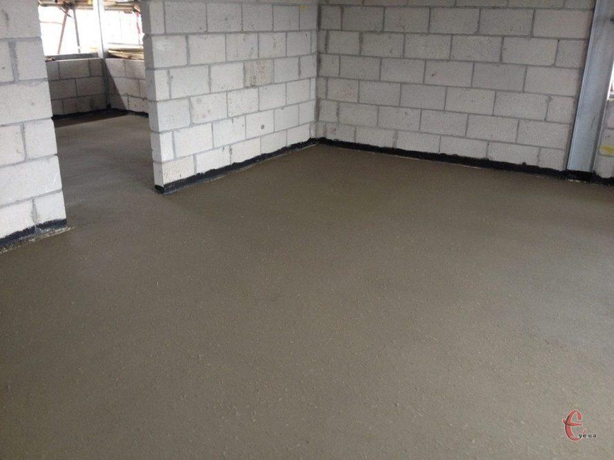 Заливка цементної стяжки в квартирі