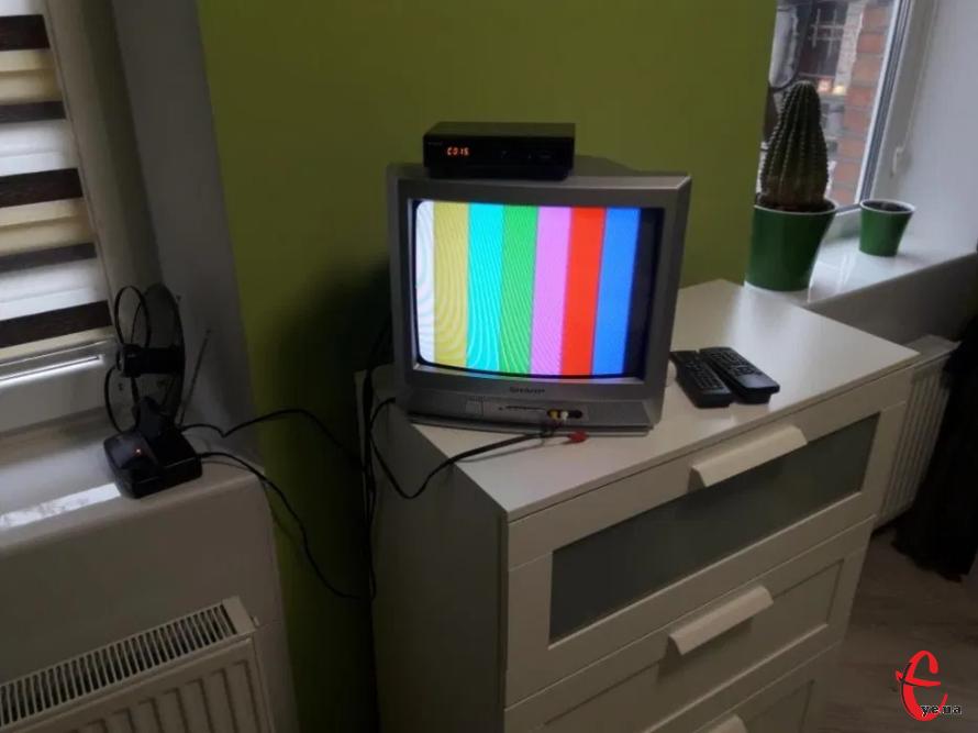 Телевізор Sharp, тюнер Т2, активна антена з підсилювачем.