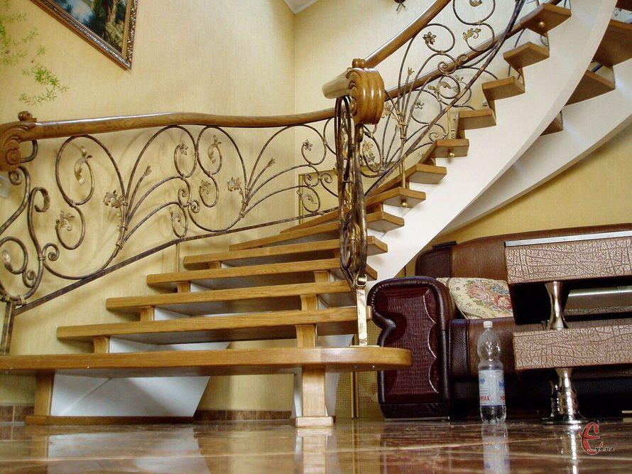 Виготовлення модульних сходів з металевим каркасом і дерев`яними сходинками
