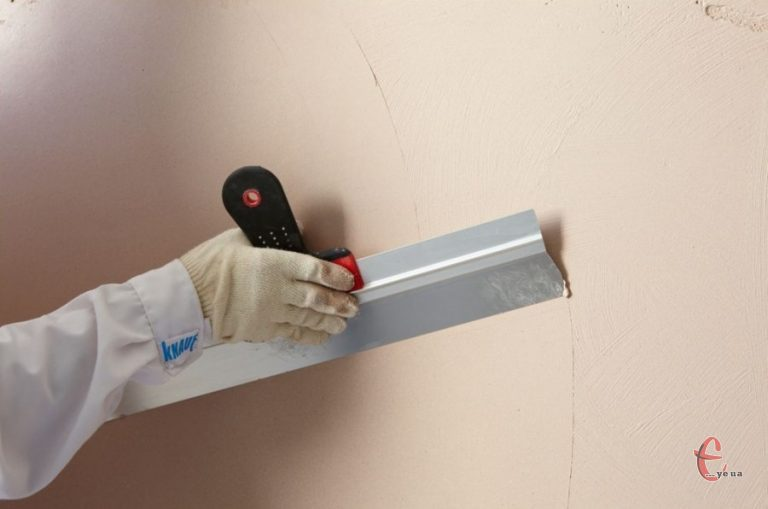 Шпаклювання стін ручним способом