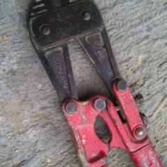 Ножниці-кусачки для різання арматури.