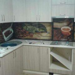 Фартух на кухню зі скла - робоча поверхня
