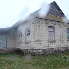 Продаж приватних будинку та земельної ділянки в Хмельницькій області