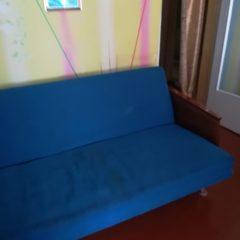 Диван-книжка, б/в, та 2 крісла.