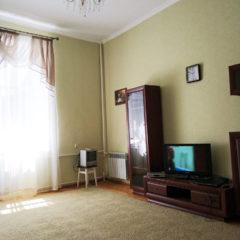 """Продам 1-кімнатну квартиру, косметичний ремонт, цегла, Виставка, біля """"СВ"""""""