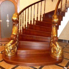 Дерев'яні сходи, огорожі, перила