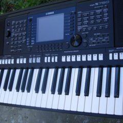 """Синтезатор-аранжувальна станція """"Yamaha psr S750"""""""