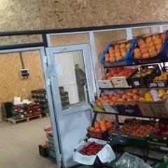 Потрібен продавець на оптову і роздрібну торгівлю фрукти та овочі на ринок