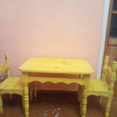 Продам детский стол и 2 стульчика