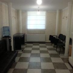 Здається кімната для переговорів, погодинно