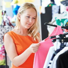 Продавець на речовий ринок (жіночий одяг)