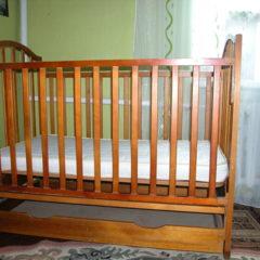 Ліжечко дитяче дерев'яне з матрацом