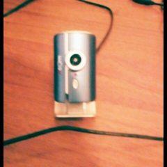 Веб-камера Xcom синього кольору.