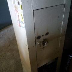 Шкаф, сейф металический
