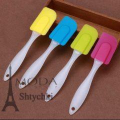 Лопатка силіконова з пластиковою ручкою.