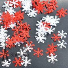 Снежинки белые и красные, декор к Новому году