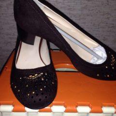 Продам новые замшевые туфли 38р